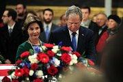 Bývalý prezident George Bush s manželkou Laurou