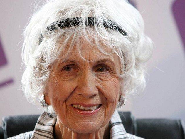 Kanaďanka Alice Munro získala letošní Nobelovu cenu za literaturu.