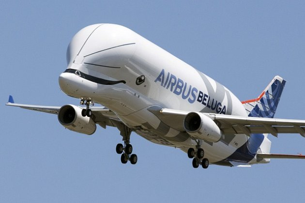 Obří nákladní letoun Beluga XL při svém prvním vzletu