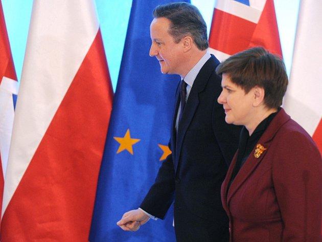 Poláci pracující v Británii by měli mít stejné podmínky jako Britové. Na úvod setkání se svým britským protějškem Davidem Cameronem to dnes řekla polská premiérka Beata Szydlová.