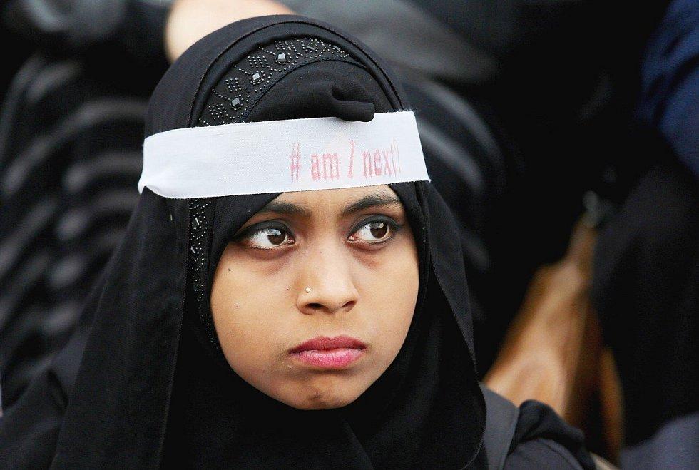 Demonstrace pro Mubárakovi v roce 2011 zviditelnily i problém sexuálního obtěžování v Egyptě