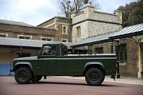 Automobil Jaguar Land Rover, který během pohřbu poveze ostatky britského prince Philipa.