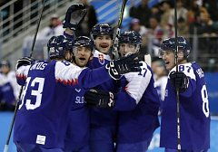Slováci se radují z vítězství nad Rusy.