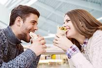 Dodržujte pravidlo, že ve stavu nejvyššího rozrušení nebudete napětí uvolňovat jídlem.