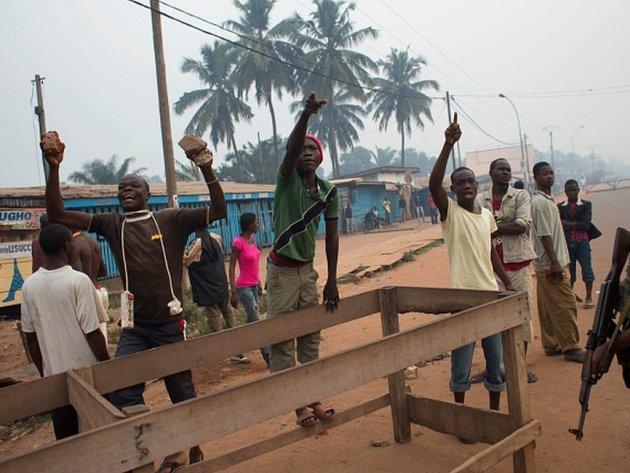 Bezpečnostní situace v zemi i v hlavním městě Bangui je dlouhodobě špatná a hrozba terorismu je vysoká.