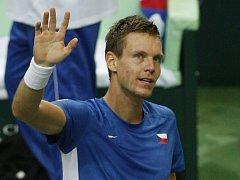 Tomáš Berdych se raduje z výhry ve finále Davis Cupu proti Španělsku.