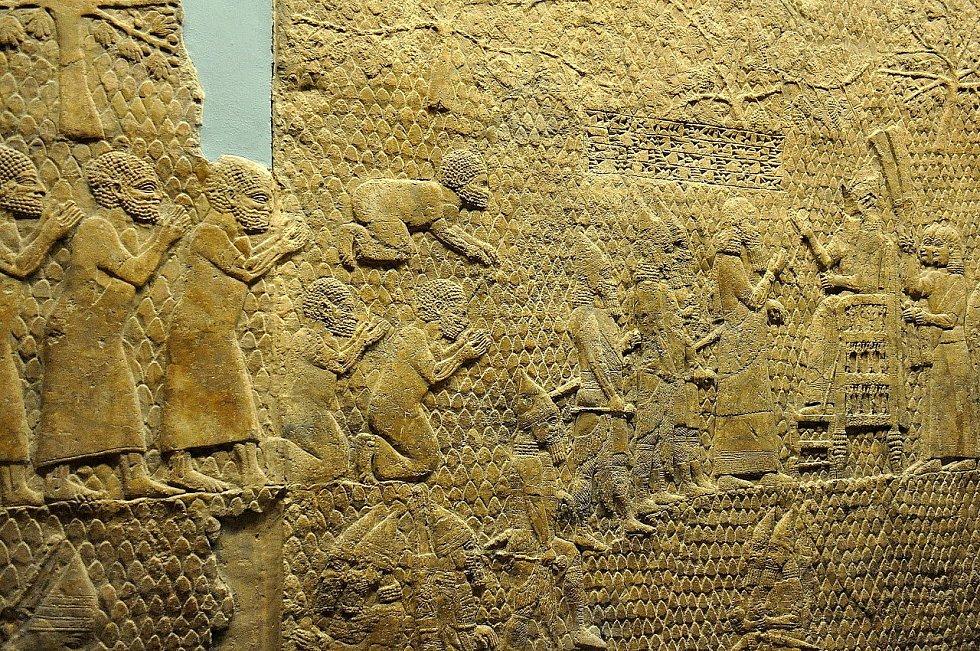 Asyrský král Sinacherib pozoruje po dobytí Lachiše zajaté Židy