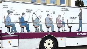 Vězeňský volební autobus Pirátů