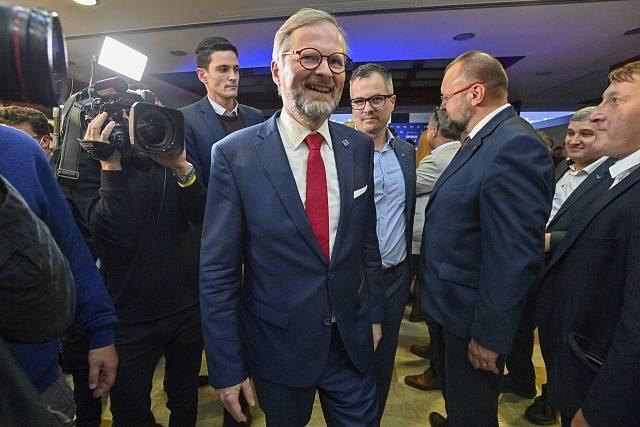 Petr Fiala ve štábu koalice SPOLU.
