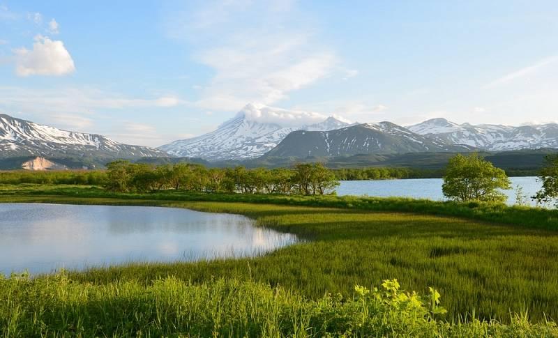 Poloostrov uchvacuje působivými přírodními panoramaty. Na snímku Kurilské jezero