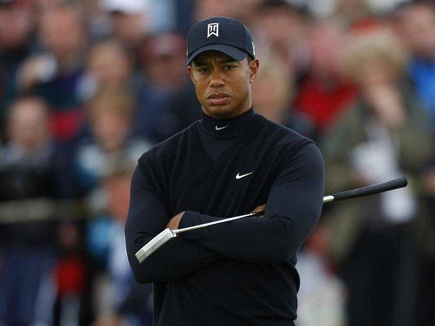 Zklamaný golfový král Tiger Woods. V Turnberry neprošel cutem a s turnajem British Open se loučí.