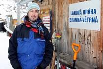 Ve skiareálu pracuje i Rob Steele, Angličan, kterému učarovala zdejší krajina.