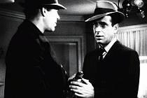 Maltézský sokol (na snímku), Hluboký spánek nebo Laura. To jsou jen namátkou nejslavnější tituly žánru film noir, které uvidíme v rámci sympatické přehlídky Noir Film Kokořín od 21. do 25. srpna na hradě Kokořín.
