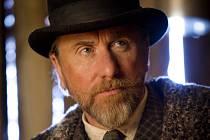 Mezi Osmi hroznými najdeme i režisérova dvorního herce Tima Rotha.
