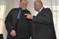 Petr Lessy se svým advokátem Tomášem Sokolem.