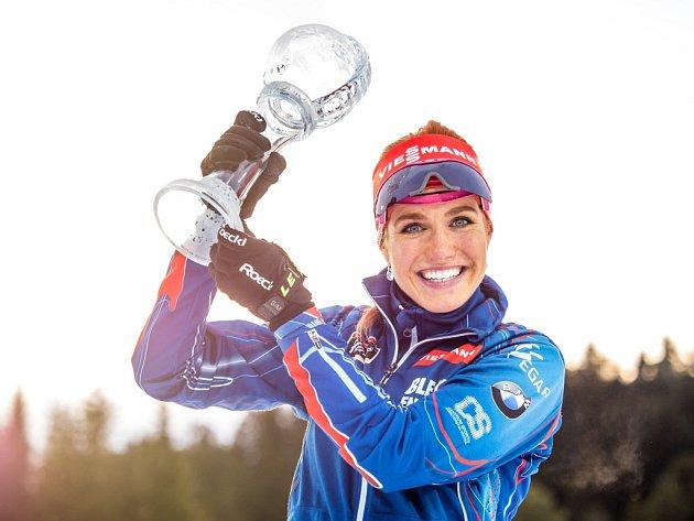 Gabriela Soukalová s malým křišťálovým glóbem za celkový triumf ve stíhacím závodě SP.