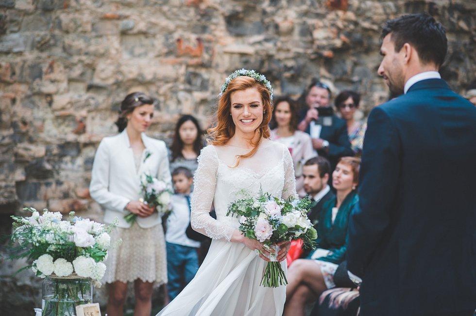Novomanželé biatlonistka Gabriela Soukalová a badmintonista Petr Koukal.
