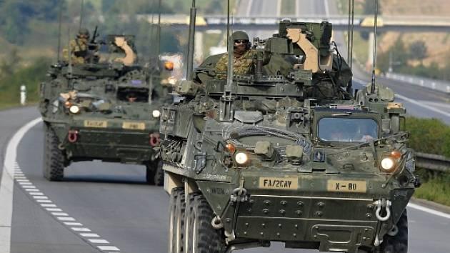 Českou hranici u Rozvadova na Tachovsku 13. září ráno před devátou hodinou překročila první část konvoje americké armády, který míří na cvičení do Maďarska.