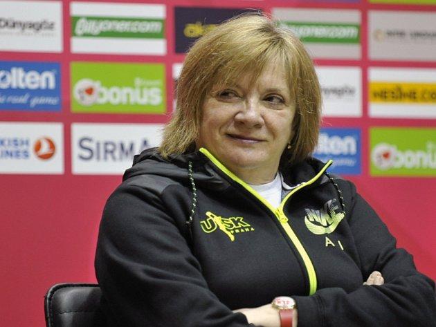 Trenérka basketbalistek USK Natalia Hejková.