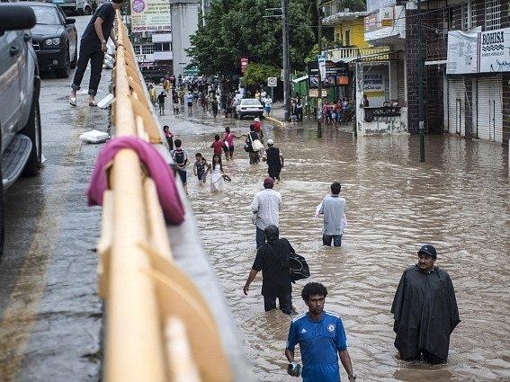 Povodně si v Mexiku vyžádaly desítky lidských životů.