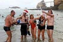 Otužilci oslavují na pláži příchod nového roku