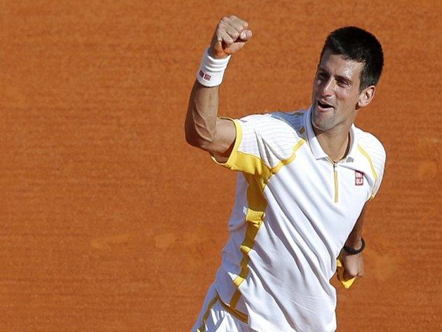 Novak Djokovič se raduje z triumfu na turnaji Masters v Monte Carlo, ve finále porazil antukového krále Rafaela Nadala.