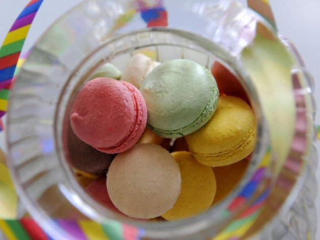 Malé francouzské nadýchané mandlové pusinky zvané makronky se v USA dostaly na první místo nejoblíbenějších sladkostí.