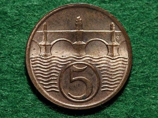 Líc pětihaléřové mince. Ilustrační foto.