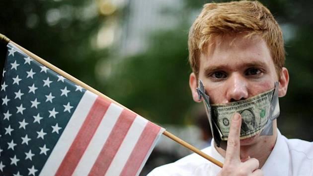 Protestující na Wall Street v USA proti sociální nerovnosti a chamtivosti velkých firem.