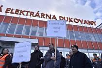 Demonstrace u jaderné elektrárny Dukovany