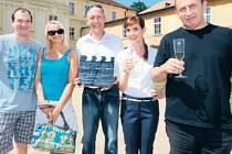 OSTRÁ JEDNOTKA. V druhé řadě potkáme Marka Taclíka, Annu Šiškovou, Roberta Jaškowa, Hanu Vagnerovou a Jana Krause.