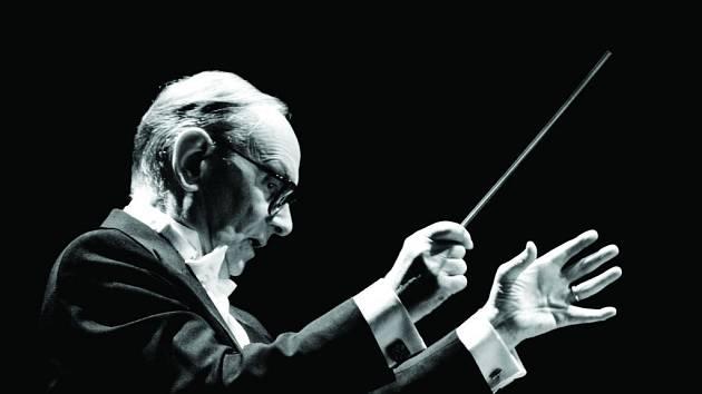 Legenda na poli filmové hudby, držitel Oscara za celoživotní dílo a autor kultovních melodií z klasických westernů Ennio Morricone.