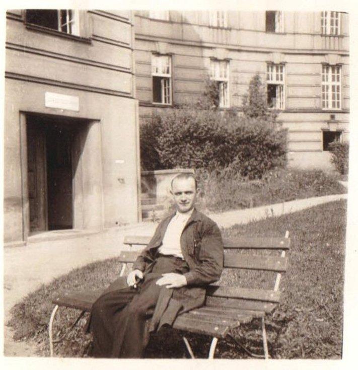 Otec Josef Pánek, správce ústavu na Albertově