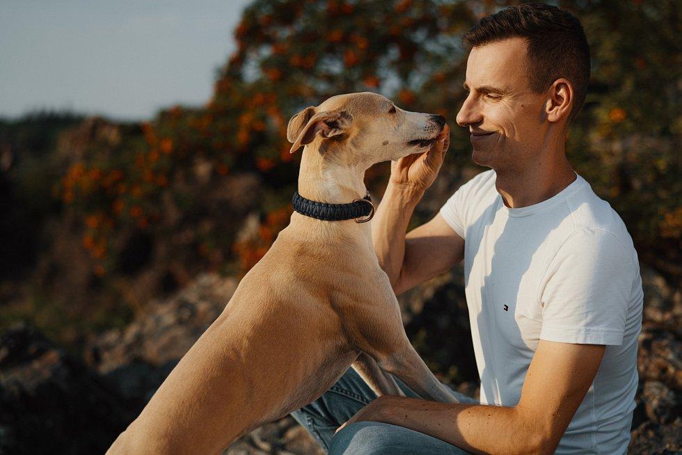 Lépe se vychovávají psi, kteří jsou na spolupráci s člověkem vyšlechtěni.