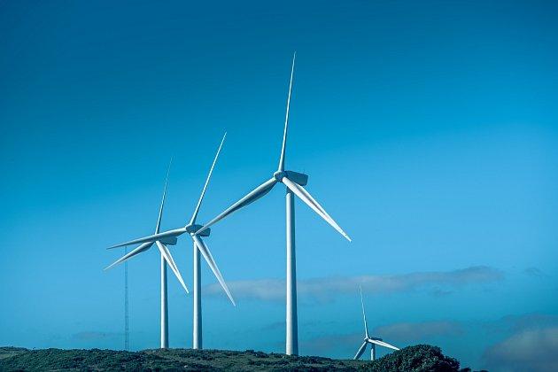 Británie se sice již nebude účastnit energetického trhu EU, dohoda jí ale garantuje bezpečnost dodávek energií nebo spolupráci ve výrobě energie ubřehů Severního moře, například voblasti obnovitelných zdrojů.