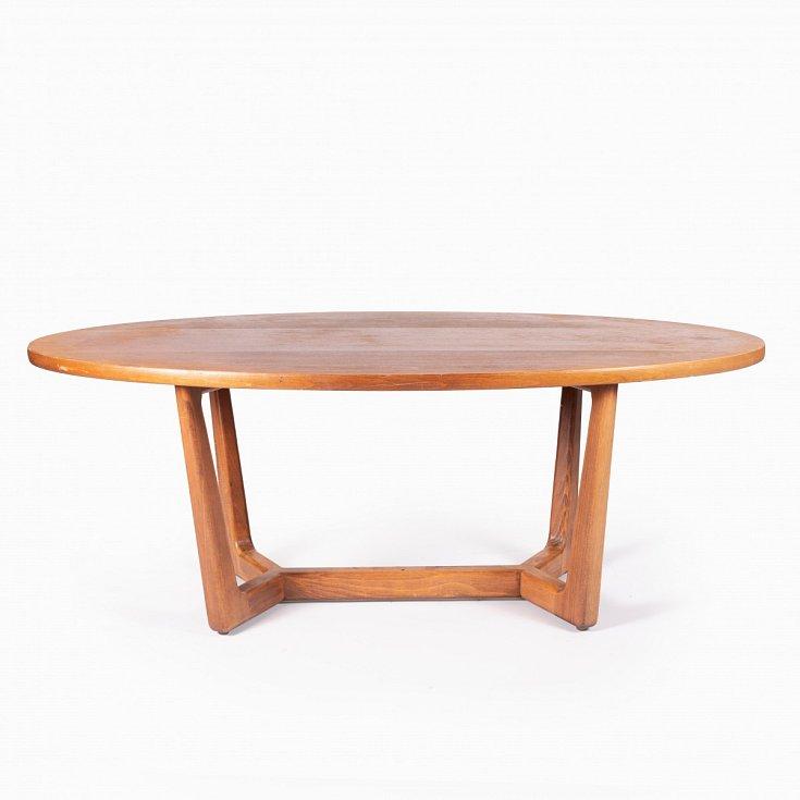Dřevěný konferenční stolek vyrobený v sedmdesátých letech podnikem Dřevotvar Jablonné nad Orlicí.