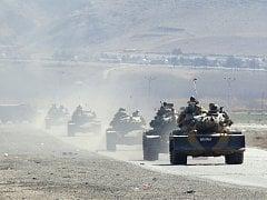 Turecké tanky se blíží k městu Silopi blízko hranice s Irákem.