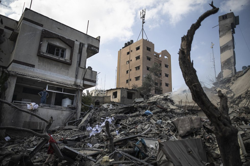 Trosky budovy po útoku v Gaze
