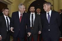 Prezident Miloš Zeman (vlevo) a premiér Andrej Babiš