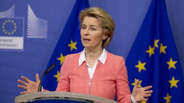 Předsedkyně Evropské komise Ursula von der Leyenová na zasedání EK v Bruselu 4. března 2020