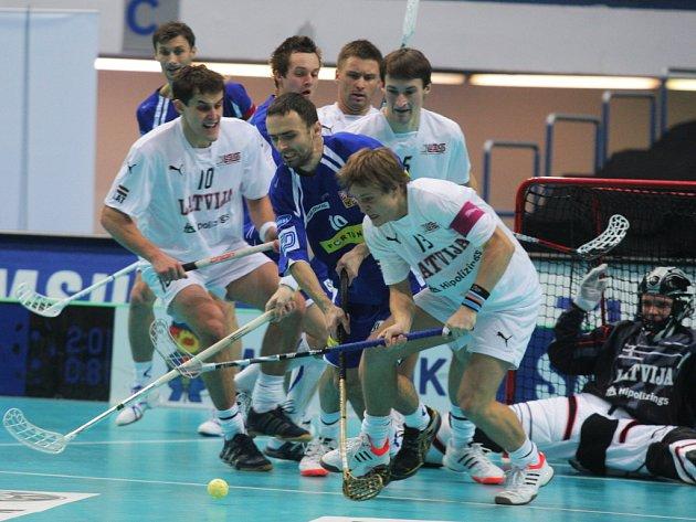 Čeští florbalisté porazili na mistrovství světa Lotyšsko 5:3.