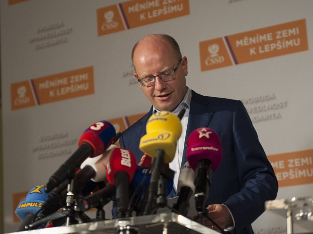 Sledování výsledků krajských a senátních voleb ve volebním štábu ČSSD, 8.října vPraze. Bohuslav Sobotka.