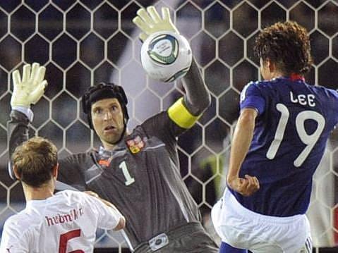 Gólman Petr Čech zlikvidoval pár nadějných pokusů japonské reprezentace.