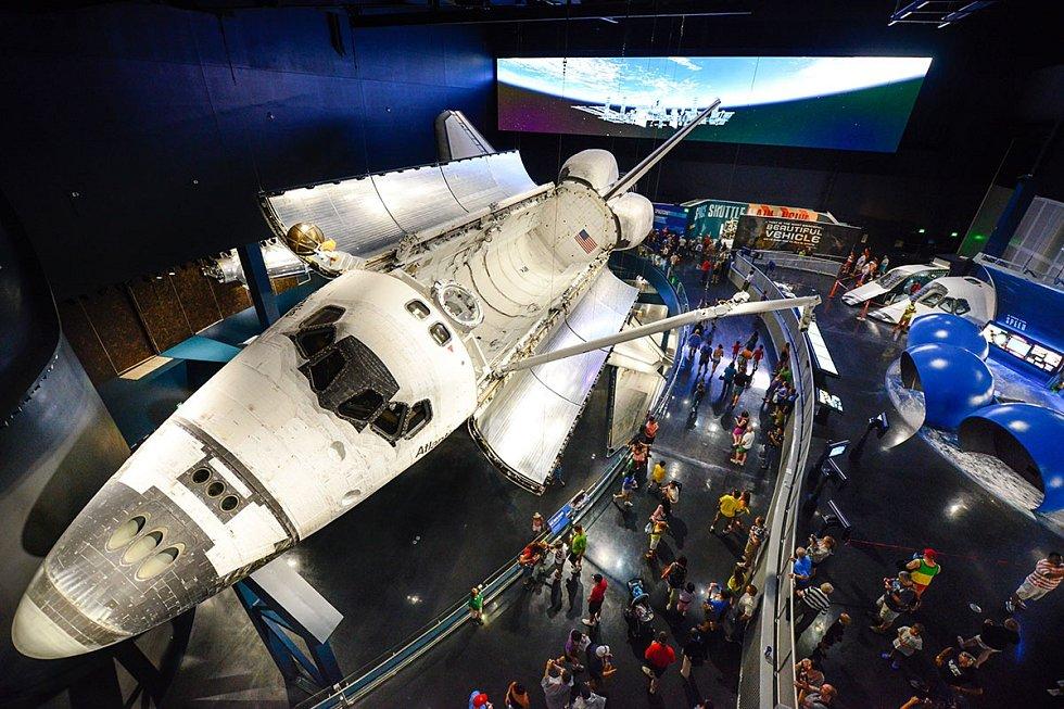 Po ukončení aktivní služby se z Atlantisu stal muzejní kousek. Nyní je raketoplán vystaven v muzeu Kennedyho vesmírného střediska.