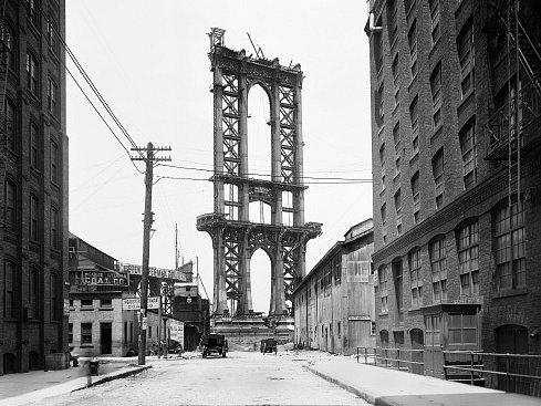 Stavba mostu Manhattan Bridge