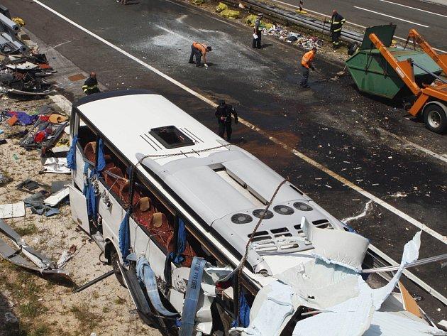 Autobus brněnské cestovní kanceláře havaroval v Chorvatsku 23.6. Zemřelo osm lidí.