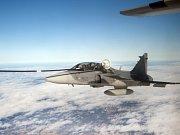 Poprvé v historii český vojenský pilot stíhačky Jas-39 Gripen tankoval za letu