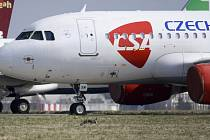 Letadlo Českých aerolinií na Letišti Václava Havla v Praze
