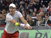 Tomáš Berdych ve finále Davis Cupu proti Novaku Djokovičovi ze Srbska.