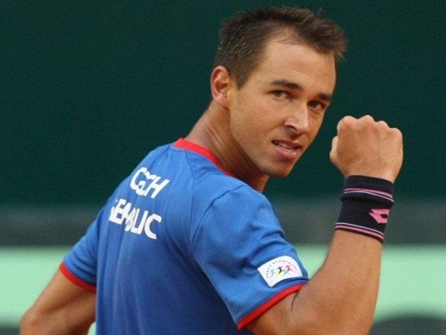 Lukáš Rosol ve čtvrtfinále Davis Cupu proti Golubjovi z Kazachstánu.